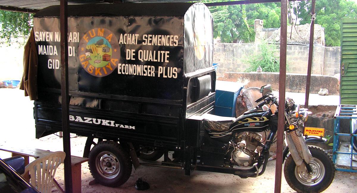 Mobile seed shop of the Farmer Federation FUMA Gaskiya in Niger